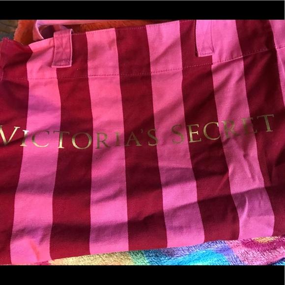 Victoria's Secret Handbags - 👜Reversible Victoria's Secret bag👜